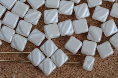 Silky White Alabaster Pastel White 02010-25001Czech Glass Beads x 10g