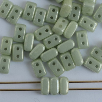 Ios Green Chalk Lt Green Shimmer 03000-14457 Czech Glass Bead Par Puca x 5g