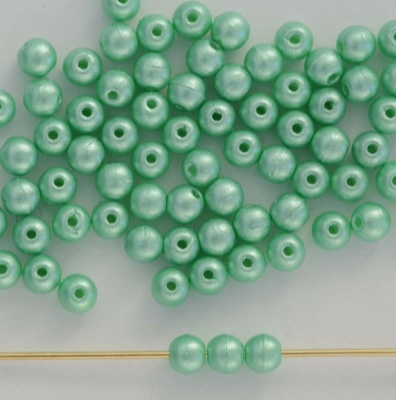 Druk Round Green 2 3 4 mm Pastel Chrysolite 02010-25025 Czech Glass Beads