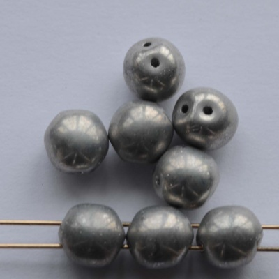 Dobble Silver Crystal Labrador Full 00030-27000 Czech Glass Beads x 20